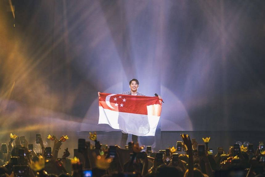 K-pop singer Seungri declared his love for Singapore throughout the show and brought out a flag during the finale.
