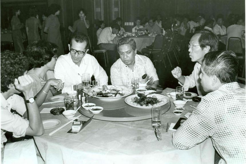 Former chief executive of Singapore Press Holdings Lyn Holloway (third from left) and former ST editor-in-chief Peter Lim (second from right) join former President of Singapore S R Nathan at a Straits Times Press company dinner.