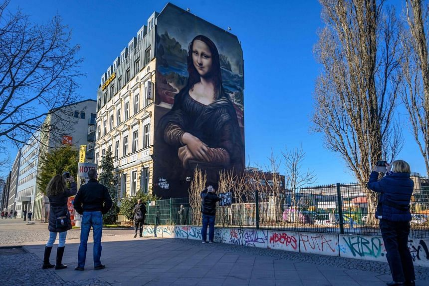 The portrait of Mona Lisa, measuring more than 16m high and 11m wide, was painted on a hotel wall in Berlin.