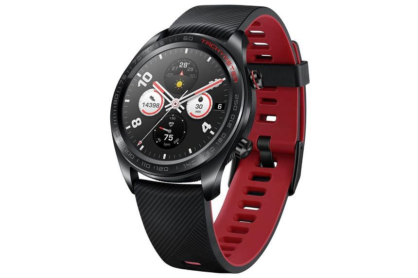 The Honor Watch Magic has a 1.2-inch circular Amoled touchscreen display with a resolution of 390 x 390 pixels.