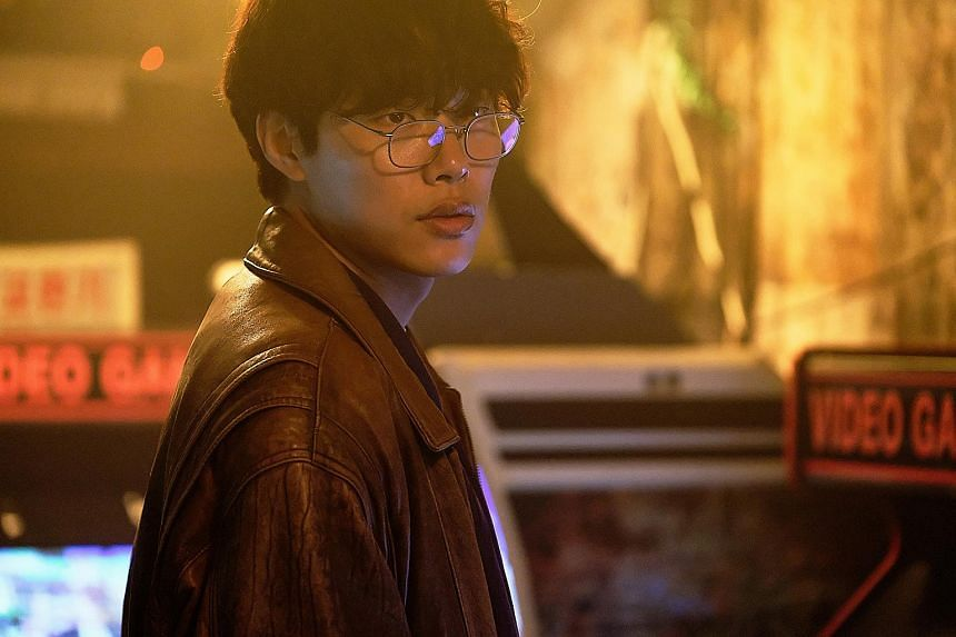 Ryu Jun-yeol, of Reply 1988 (2015) fame, stars as a cop in Hit-And-Run Squad with a natural talent for driving fast cars.