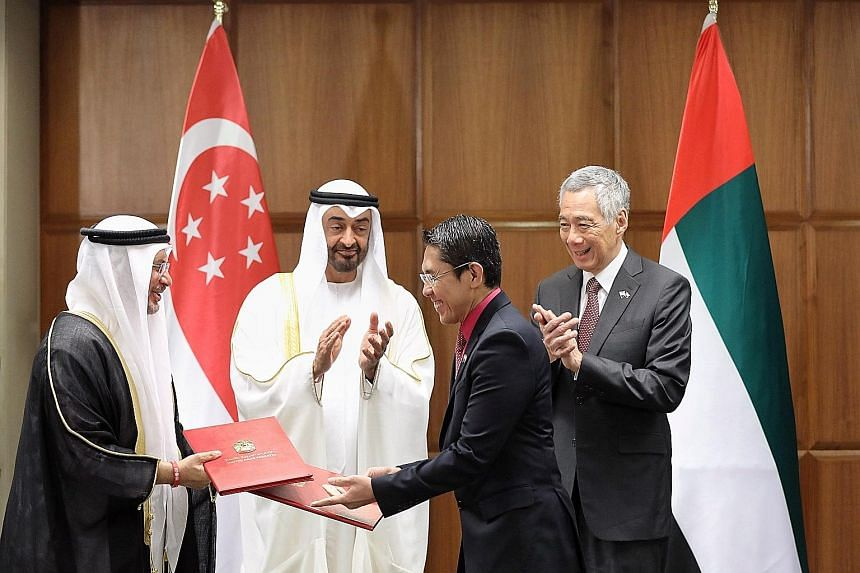 Prime Minister Lee Hsien Loong and the Crown Prince of Abu Dhabi, Sheikh Mohamed bin Zayed Al Nahyan, witnessing the exchange of documents for the Joint Declaration on a Singapore-United Arab Emirates Comprehensive Partnership between Senior Minister