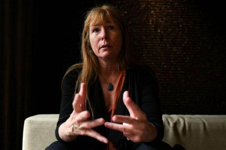 Sarawak Report editor Clare Rewcastle Brown also claimed that the PAS intermediaries had initially indicated that it wanted to pay the sum in cash, but Sarawak Report's lawyer refused a cash payment and instead accepted a post-dated cheque for Jan 31