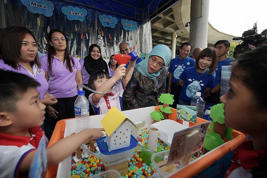 Eadlin Chua, 7, explaining a project to President Halimah Yacob as Environment and Water Resources Minister Masagos Zulkifli, PUB chief executive Ng Joo Hee and Senior Minister of State for the Environment and Water Resources Amy Khor listen on.