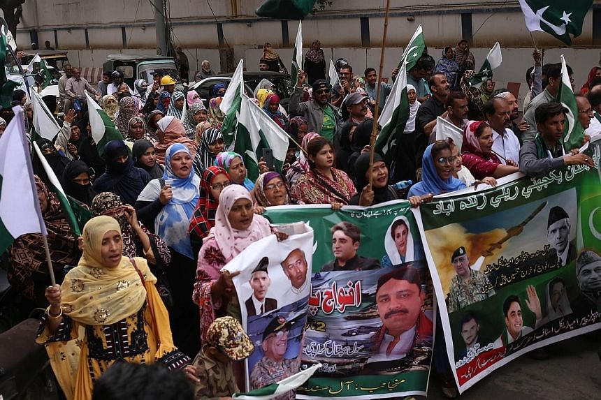 An anti-India protest in Karachi, Pakistan, last Saturday. India and Pakistan are embroiled in the worst military tensions in decades.