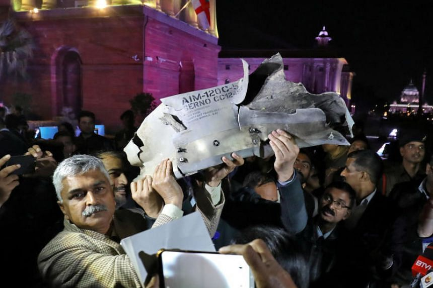 Indian Air Force officials display a wreckage of AMRAAM air-to-air missile that they say was fired by Pakistan Air Force fighter jet during a strike over Kashmir, in New Delhi on Feb 28, 2019.