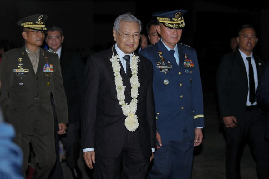 Malaysian Prime Minister Mahathir Mohamad arrives at Colonel Jesus Villamor Air Base in Pasay City, south of Manila, Philippines, for a two-day official visit on March 6. He is scheduled to meet President Rodrigo Duterte and legislative leaders on Ma