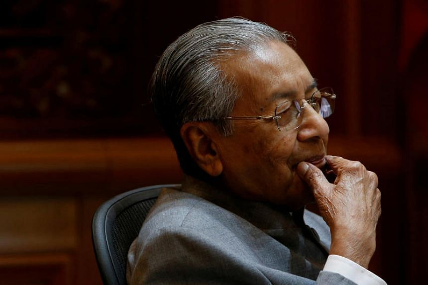 The writer points out that in 2001, then Senior Minister Lee Kuan Yew visited Kuala Lumpur to negotiate with Tun Dr Mahathir, but a demand of the Malaysian government made it difficult for common ground to be reached.