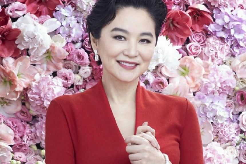 A celebrity claimed that Brigitte Lin Ching-hsia had split from her husband of 25 years over his infidelity and received $350 million in alimony.
