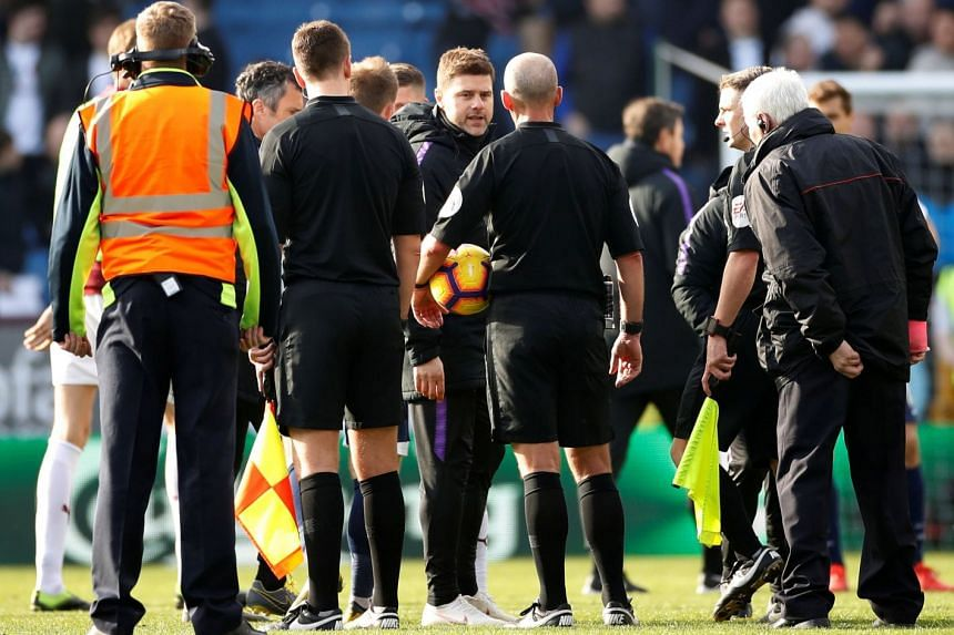 Tottenham manager Mauricio Pochettino remonstrates with referee Mike Dean.