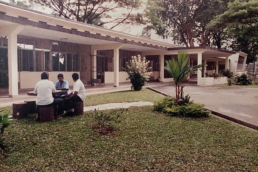 Ward 1 of the Communicable Disease Centre was a C-class open-concept ward that had single beds for patients and was surrounded by greenery.