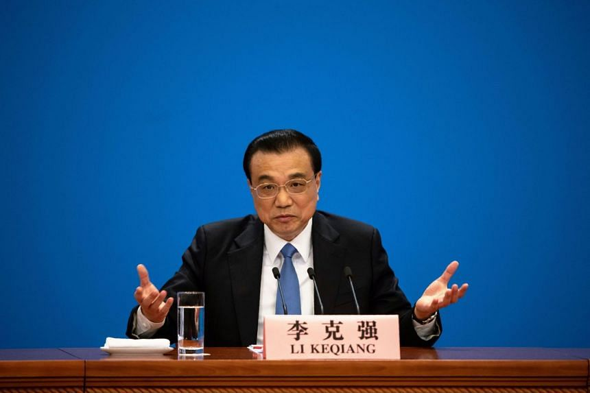 Chinese Premier Li Keqiang warned against resorting to massive stimulus measures to shore up the economy, saying that will create problems down the line.