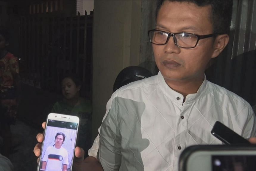 Padang resident Hendra Yaspita showing reporters a photo of his younger brother Zulfirmansyah. The latter and his toddler son suffered multiple gunshot wounds during the mosque shootings in Christchurch, New Zealand on Friday (March 15).
