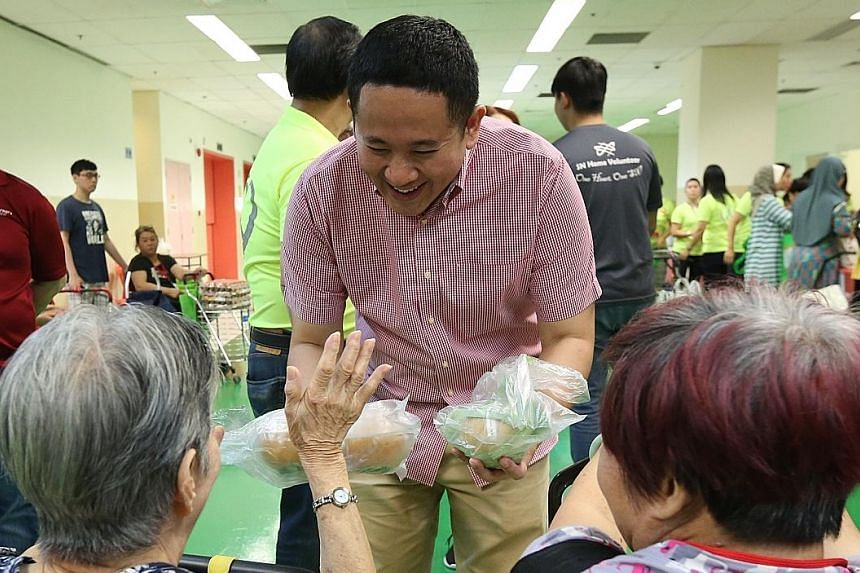 Senior Parliamentary Secretary for Health Amrin Amin speaking to attendees at a supermarket event held in Viva Business Park in Chai Chee yesterday. The pilot programme gives residents a chance to try out healthier ingredients and to show them the fo