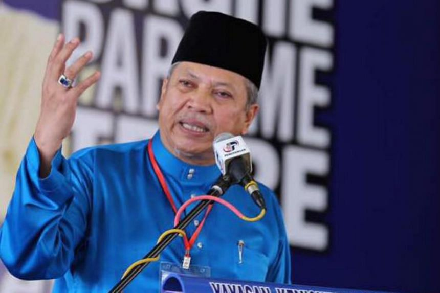 """Umno secretary-general Annuar Musa said defectors would be """"dragged to court"""" by the party."""