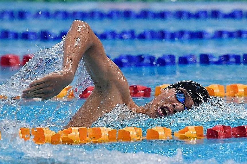 Glen Lim swimming in the 800m freestyle at the OCBC Aquatic Centre. He set the national record of 8min 10.33sec.