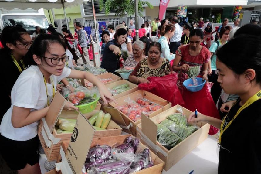Food from the Heart organised its first Pop-Up Fresh Produce Market on March 20, 2019. The event allowed beneficiaries to shop for $50 worth of fresh seafood, poultry, fruit and vegetables outside Teck Ghee Community Club.