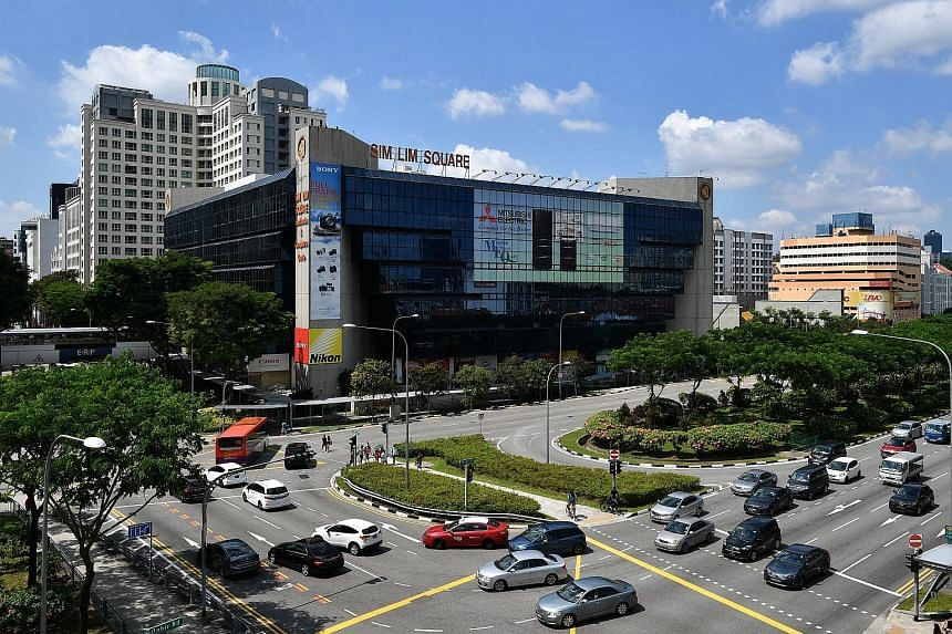 The 99-year leasehold Sim Lim Square in Rochor Canal Road has 492 units and was completed in 1987. It has a land size of 7,260 sq m.