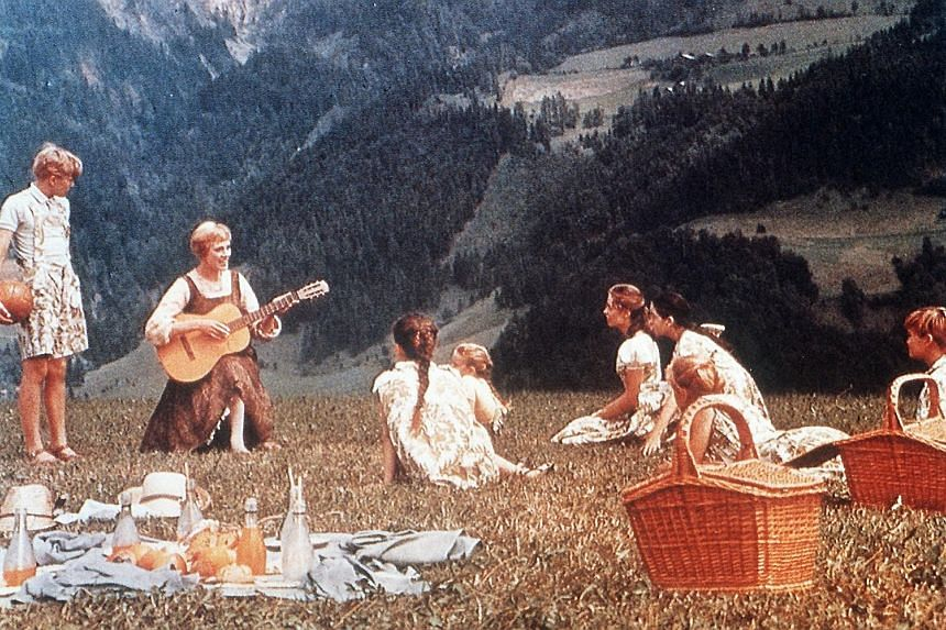 7 Rings riffs My Favourite Things from The Sound Of Music (1965), starring Julie Andrews (above).