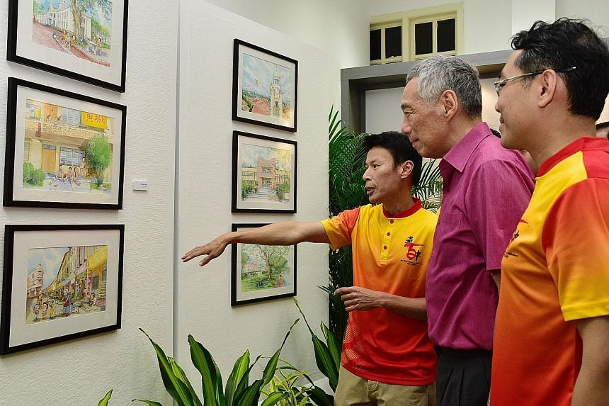 (From left) Hwa Chong alumnus and artist Lee Kow Fong, popularly known as Ah Guo, showing his watercolour illustrations to Prime Minister Lee Hsien Loong and Hwa Chong Institution principal Pang Choon How. Guests enjoying a toast at the school's 100t