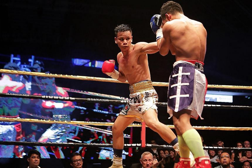 Singapore's top boxer Muhamad Ridhwan (left, facing Filipino Jeson Umbal at the Singapore Indoor Stadium last April) eventually earned a shot at the IBO world featherweight belt. He featured last night in Manila on a show co-produced by Manny Pacquai