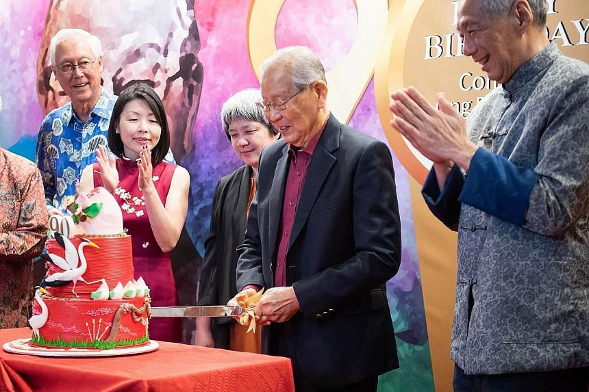 Mr Ong Pang Boon cutting his birthday cake with (from left) Emeritus Senior Minister Goh Chok Tong, Fengshan MP Cheryl Chan, who is the niece of Mr Ong's late wife, Mr Ong's eldest daughter Ong Juey Ming, and Prime Minister Lee Hsien Loong at Mr Ong'