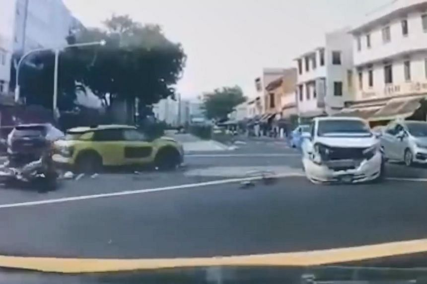 Dash cam footage of the accident showed that traffic was moving in both directions on Aljunied Road when a yellow car drove towards the junction from Sims Avenue.