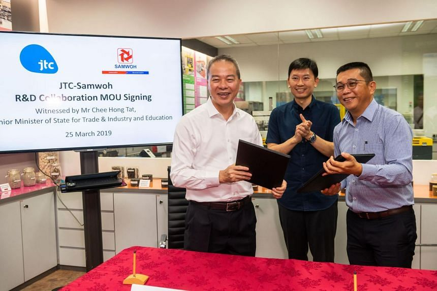 (From left) JTC CEO Ng Lang, Senior Minister of State for Trade and Industry Chee Hong Tat and Samwoh CEO Eric Soh after singing the memorandum of understanding between JTC Corporation and Samwoh. The MOU will allow the two corporations to share exis