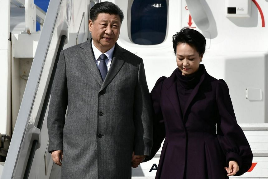 Chinese President Xi Jinping and his wife Peng Liyuan are seen upon their arrival at Roissy Charles-de-Gaulle airport near Paris on March 25, 2019.