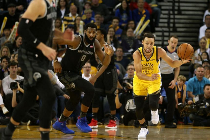 Golden State Warriors guard Stephen Curry (in yellow) dribbles the ball up the court against the Detroit Pistons in the fourth quarter at Oracle Arena.