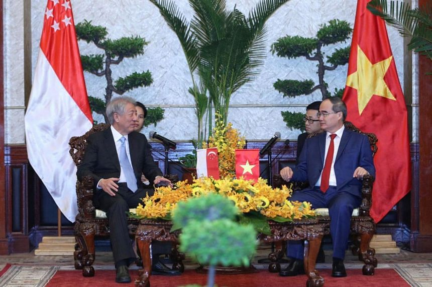 Deputy Prime Minister and Coordinating Minister for National Security Teo Chee Hean (left) and Ho Chi Minh City Party Secretary Nguyen Thien Nhan discussed cooperation on urban planning and smart city development.