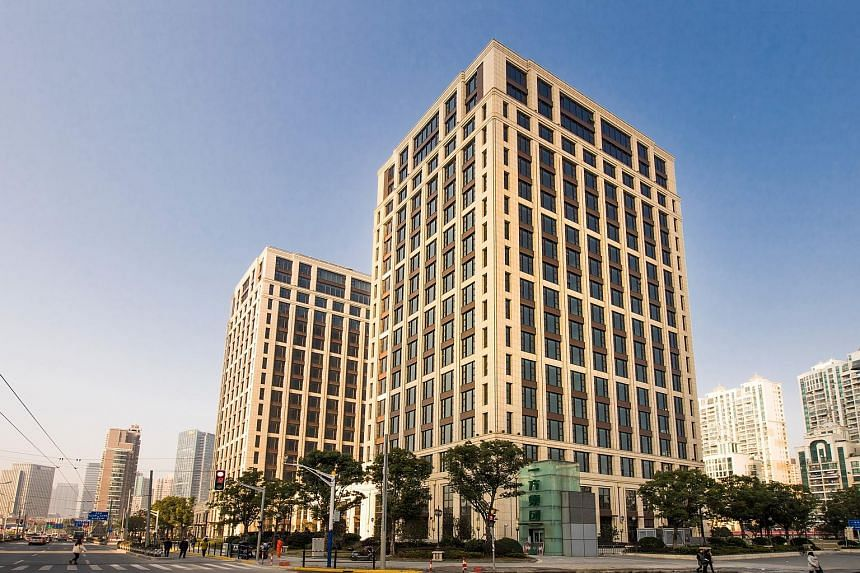 Yi Fang Tower, a recently completed prime office and retail project on Shanghai's Huangpu River, comprises two 18-storey office towers and a retail podium.