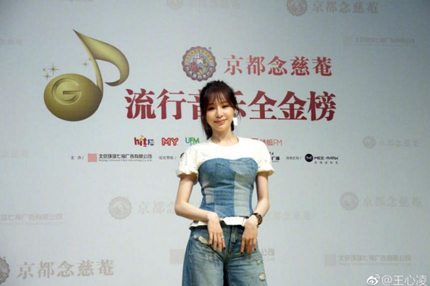 Singer Cyndi Wang's agency Daystar Music released a statement on her Weibo account on March 27, saying that the photos in question were taken intentionally from certain angles by unknown persons and the photos were suspected to be heavily doctored.