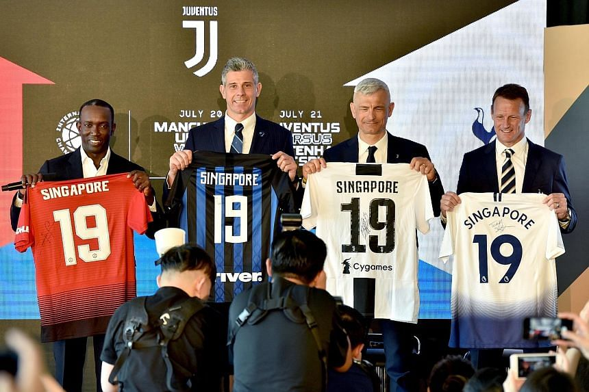 Dwight Yorke (representing Manchester United), Francesco Toldo (Inter Milan), Fabrizio Ravanelli (Juventus) and Teddy Sheringham (Tottenham) at the announcement of the clubs' participation in this year's ICC.