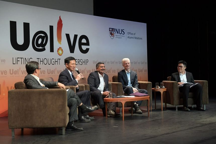Mr Ong (second left), together with Mr Schleicher (second right), Professor Tan (left), Mr Viswa Sadasivan (centre) and Yale-NUS College Year 4 student Ng Qi Siang (right).