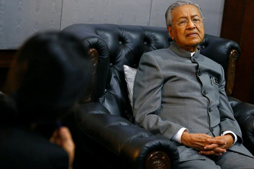 Malaysian Prime Minister Mahathir Mohamad said the EU's increasingly hostile attitude towards palm oil was an attempt to protect alternatives that Europe produced itself, like rapeseed oil.