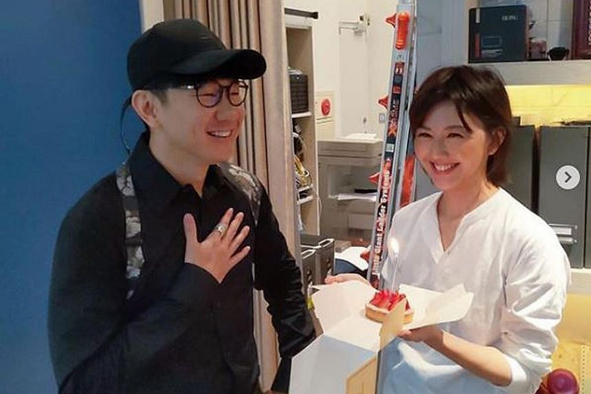 HAPPY BIRTHDAY, JJ: Mandopop singer JJ Lin celebrated his 38th birthday in Taiwan on Wednesday, and fellow Mandopop singer Stefanie Sun, who was also in Taipei for work, surprised him by going to his studio with a cake. She posted two photos of the