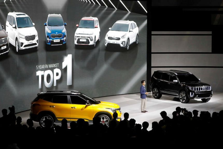 Kia Motors' concept SUV SP Signature (left) and Mohave Masterpiece.