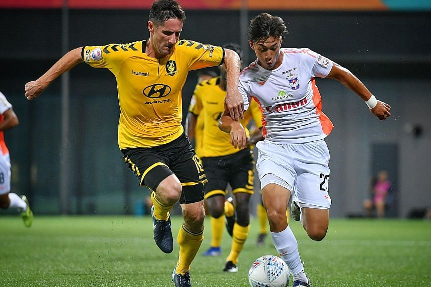 Tampines Rovers' Daniel Bennett defends against Albirex Niigata's Singaporean player Daniel Martens in the Singapore Premier League match at Our Tampines Hub yesterday.