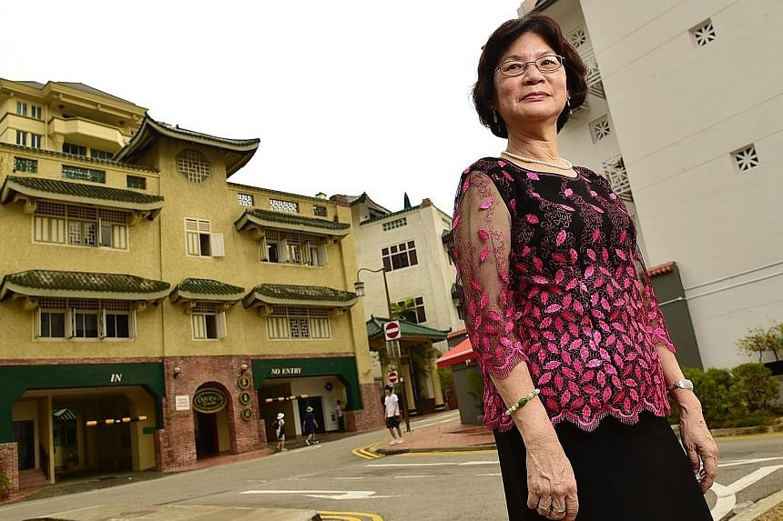 Madam Chow Lai Peng who is a resident of Emerald Gardens in Club Street says it is a nice place to live because of the proximity of hawker centres and MRT. Shenton Way (above) yesterday at 12.56am, and Satay Club (left) in Boon Tat Street at 12.17am.