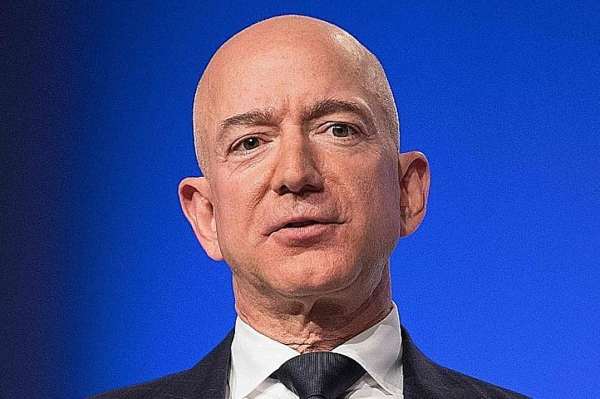 Amazon chief executive Jeff Bezos' phone was hacked to access his personal data, says an investigator.