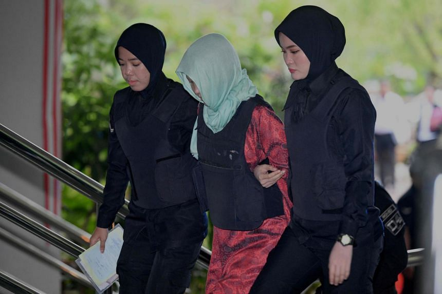 Vietnamese national Doan Thi Huong (centre) arrives at the Shah Alam High Court escorted by Malaysian police women, on April 1, 2019.