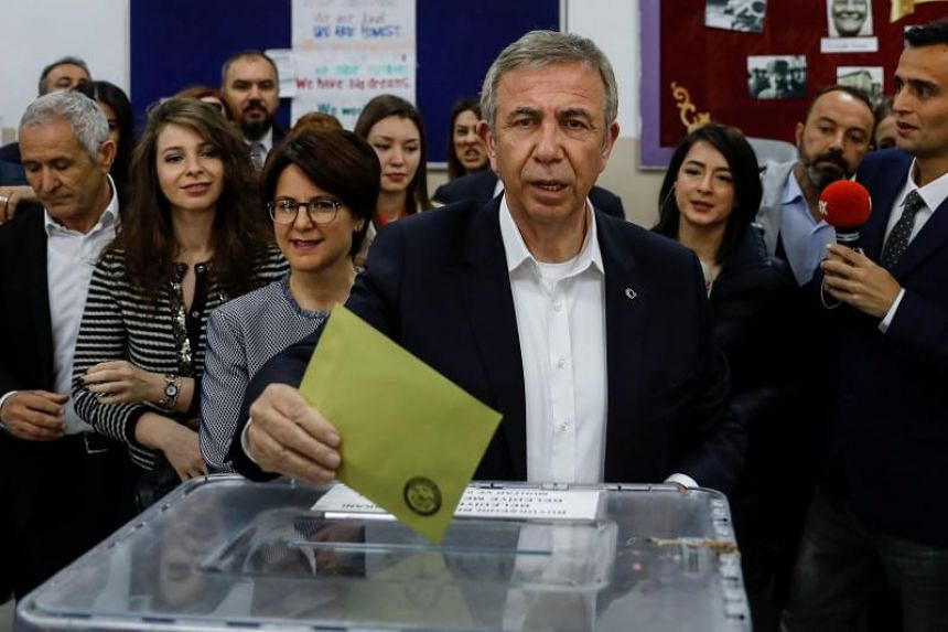 Mayoral candidate of the main opposition Republican People's Party (CHP) Mansur Yavas casts his ballot at a polling station during the local elections in Ankara, on March 31, 2019.