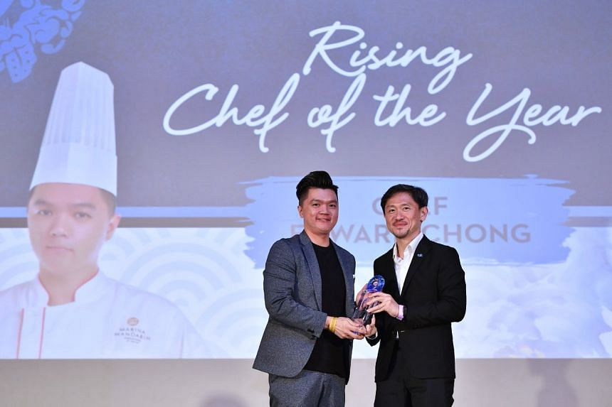 Peach Blossoms' executive Chinese chef Edward Chong receiving the Rising Chef of the Year award from Singapore Press Holdings' deputy chief executive Anthony Tan.