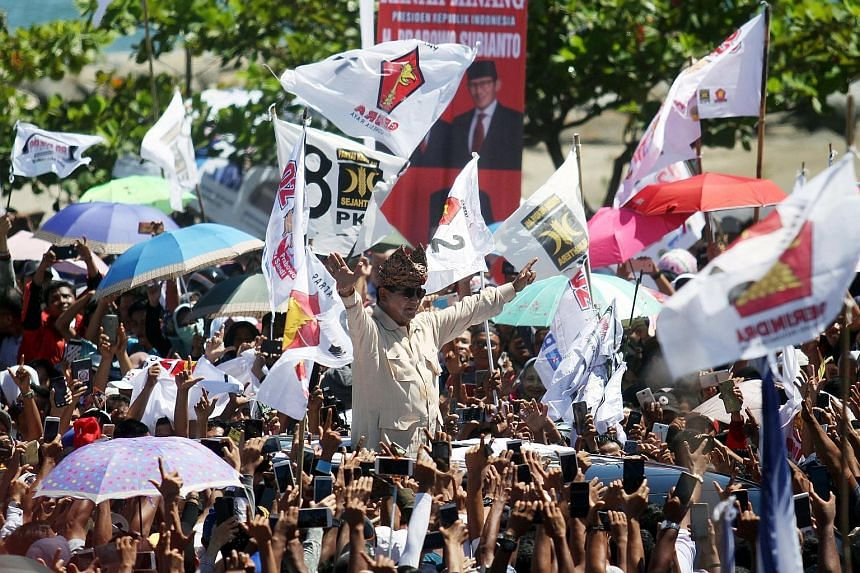 Presidential candidate Prabowo Subianto at a rally in Padang, West Sumatra, yesterday. The latest Roy Morgan results show that President Joko Widodo is still on course for an election victory, but also confirms a survey by Kompas newspaper that showe