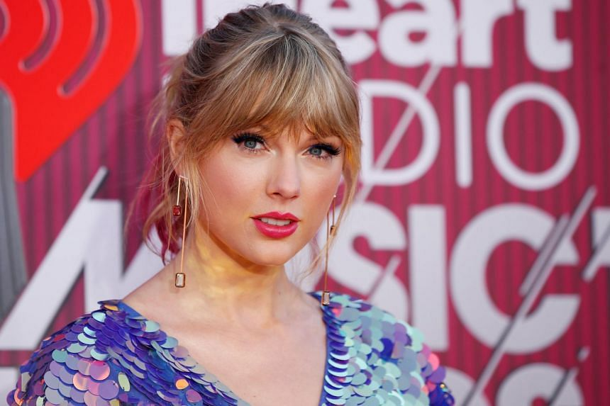 Stolen Car Crashes Into Gate at Taylor Swift's Home After Police Chase
