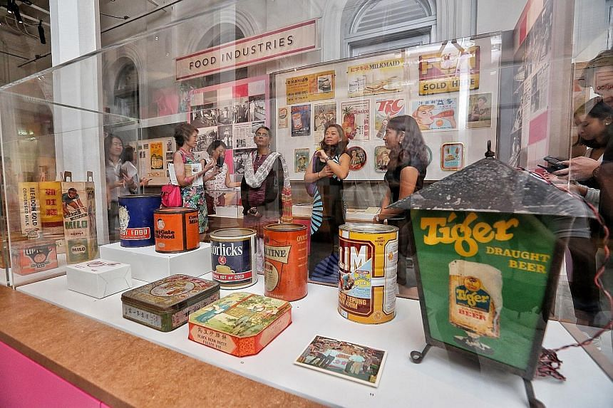 The exhibition features vintage labels of several brands, as well as boxes and tin containers of well-known products.