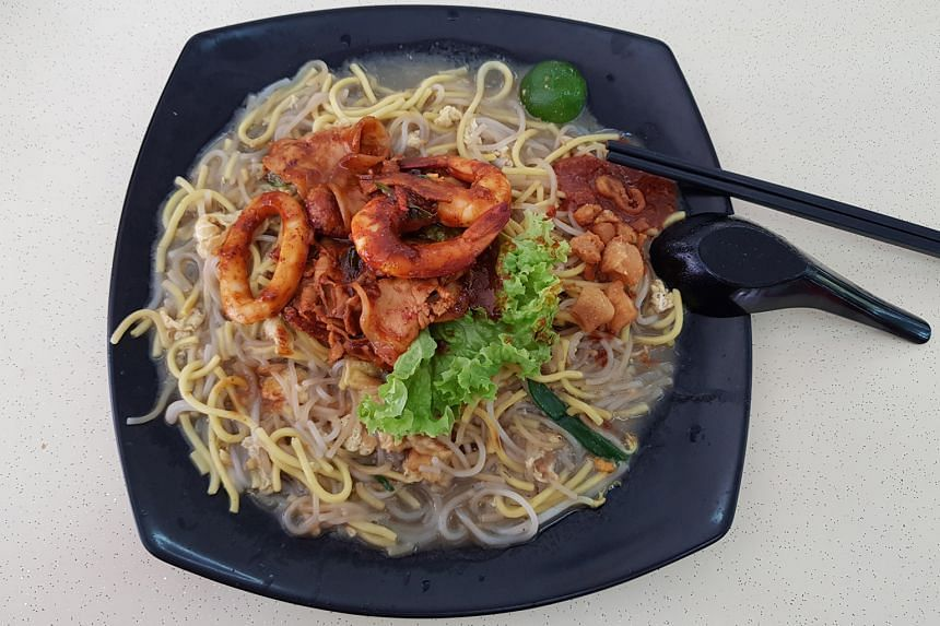 The version with sambal belacan pork belly comes with sliced pork belly, sotong rings and prawns.