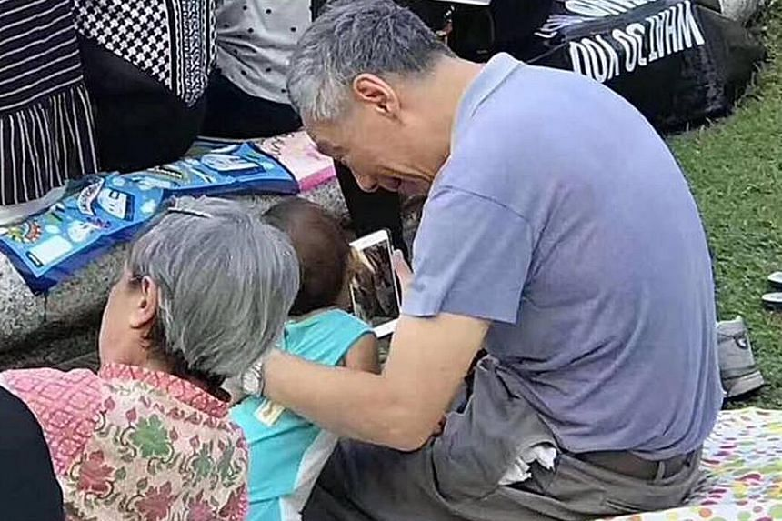 Prime Minister Lee Hsien Loong, Mrs Lee and their granddaughter were spotted by netizens at the Singapore Chinese Orchestra's Spring at the Gardens concert at the Botanic Gardens last Saturday.