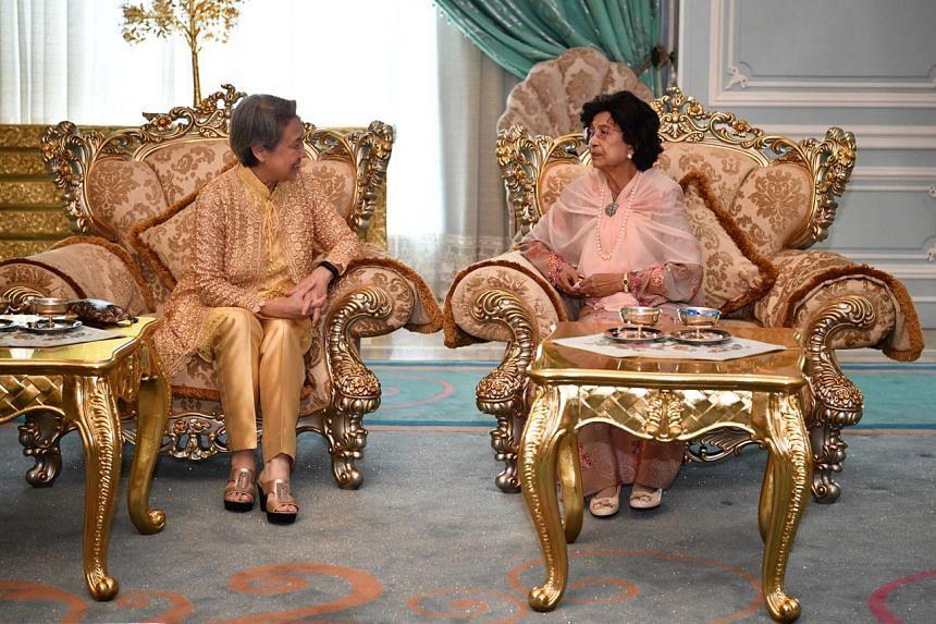 Tun Dr Siti Hasmah meeting Mrs Lee inside the Red Lounge/Blue Lounge (Holding Room) of the Seri Perdana in Putrajaya on April 9, 2019.